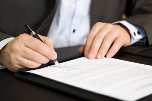 liminar-assinatura-documento-caneta